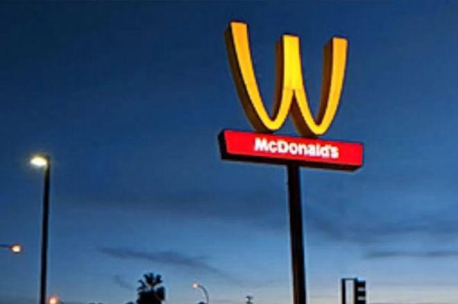Компания McDonald перевернула собственный знак вчесть женщин