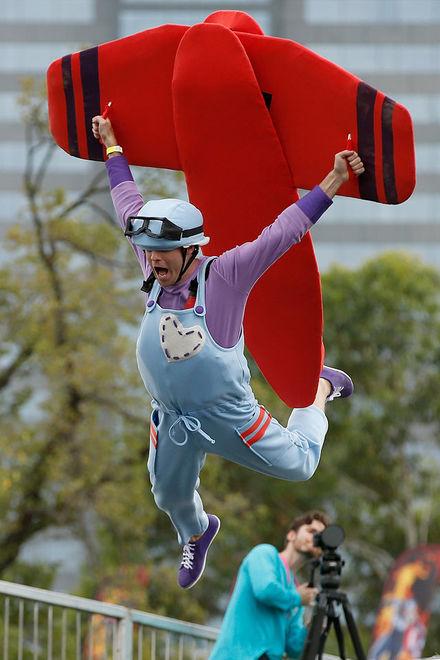 Свистать всех вниз: в Мельбурне соревновались пилоты самодельных самолетов
