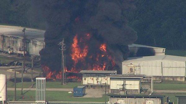 Техас в огне: взрыв и пожар на химзаводе