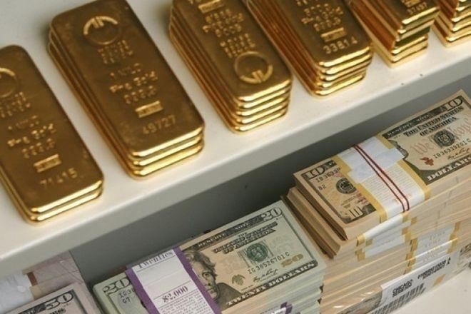 На золото надавили: доллар раскачивают перед заседанием ФРС, он влияет на все