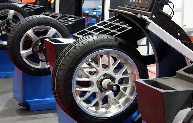 Украинские водители кинулись менять шины раньше времени: названы цены