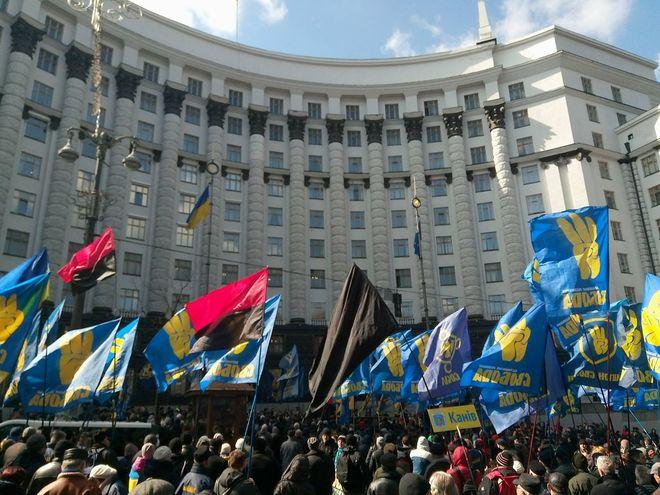 Центр Киева перекрыли: Тягнибок призвал бороться с олигархами и остановить приватизацию