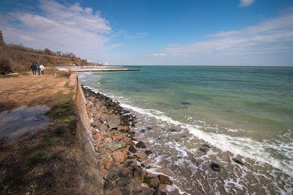 Одесса снова осталась без пляжей: море бушует, а власти бездействуют