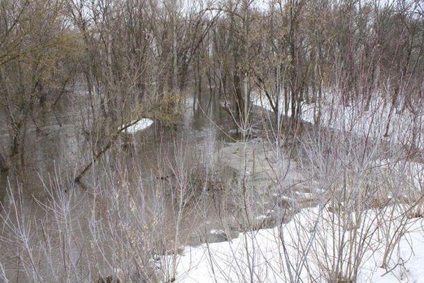 Луганская область оказалась затоплена: движение транспорта перекрывают