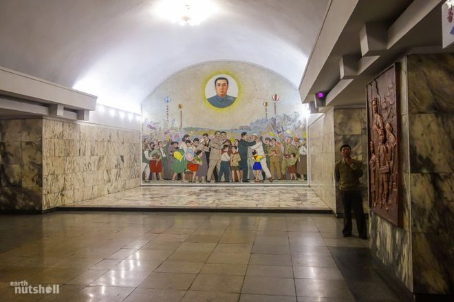 Самое закрытое метро в мире: подземка Пхеньяна попала в объектив путешественника
