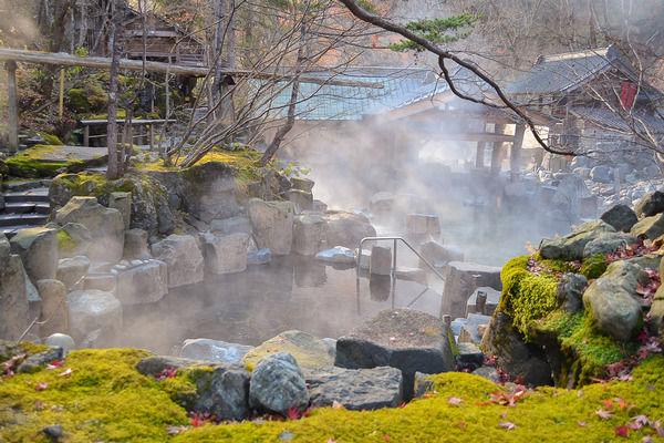 Названы 10 необычных геотермальных курортов мира