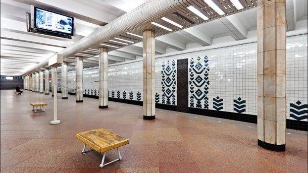 К сентябрю в метро Святошин установят подъемники и лифты
