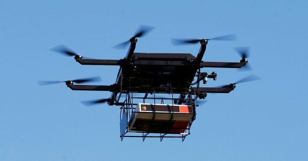 """""""Новая почта"""" собирается доставлять посылки с помощью дронов"""