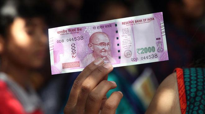 В Индии началась паника: население бросилось в банкоматы снимать деньги