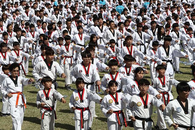 В Сеуле устроили самую массовую тренировку по тхэквондо