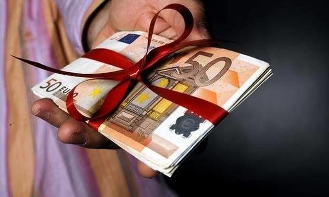 АМКУ назначил своим работникам баснословные премии в размере 880%