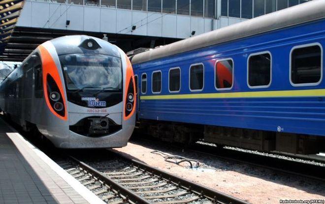 Укрзализныця назначила дополнительные рейсы ипоезда наТроицу