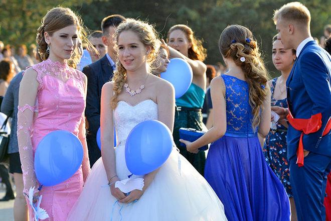 Взрослые цены: в этом году украинцы решили не экономить на выпускных своих детей