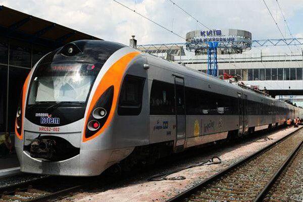 Укрзализныця планирует уменьшить количество ночных поездов