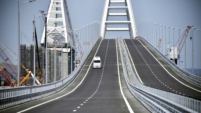 Омелян оценил убытки от Крымского моста и пообещал выставить России счет