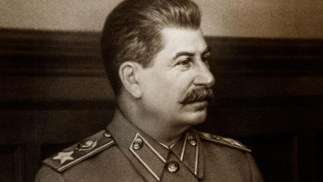 """Вирус """"Сталин"""" терроризирует компьютеры под гимн СССР"""