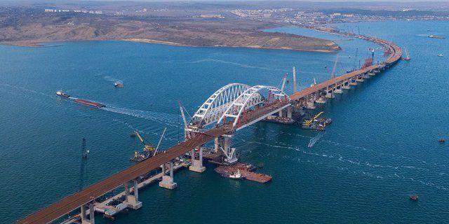 В Азовское море из-за Керченского моста не смогут зайти полторы сотни судов