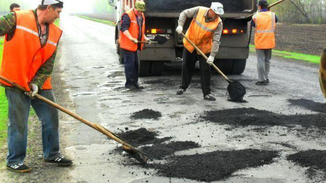 """""""Укравтодор"""" перестанет латать ямы несмотря на 90% плохих дорог"""