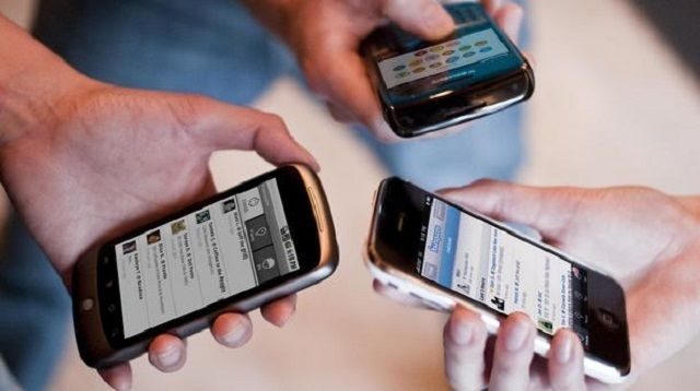 Украинцы стали отказываться от мобильной связи и кабельного ТВ