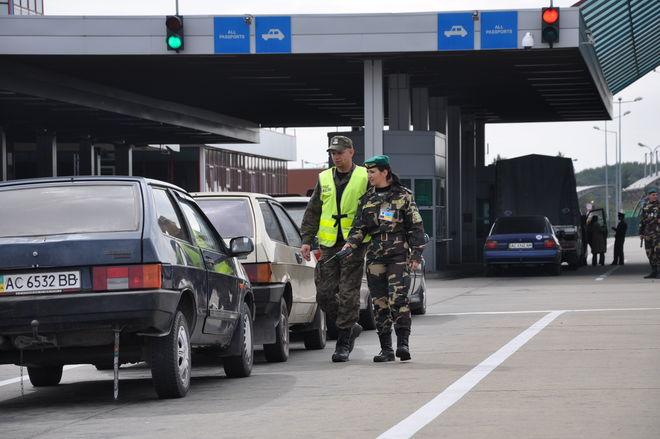 Новые правила растаможки: легче ли станет ввозить в Украину «евробляхи»