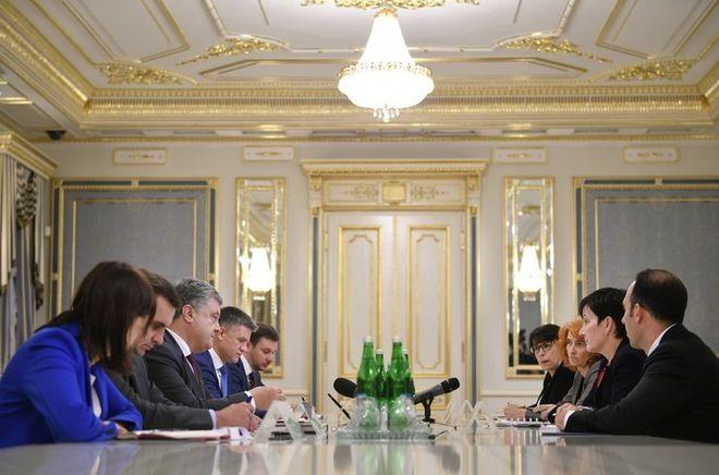 Порошенко поторопил IFC с вхождением в капитал Укргазбанка