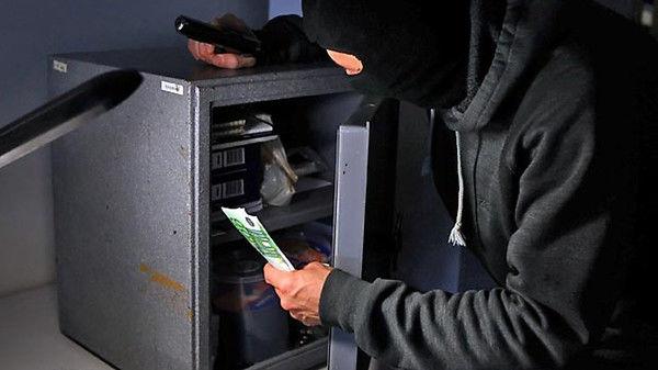 Дерзкое ограбление: под носом у охраны грабители вынесли миллионы гривен из крупного бизнес-центра