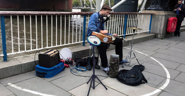Уличные музыканты смогут принимать безналичные пожертвования