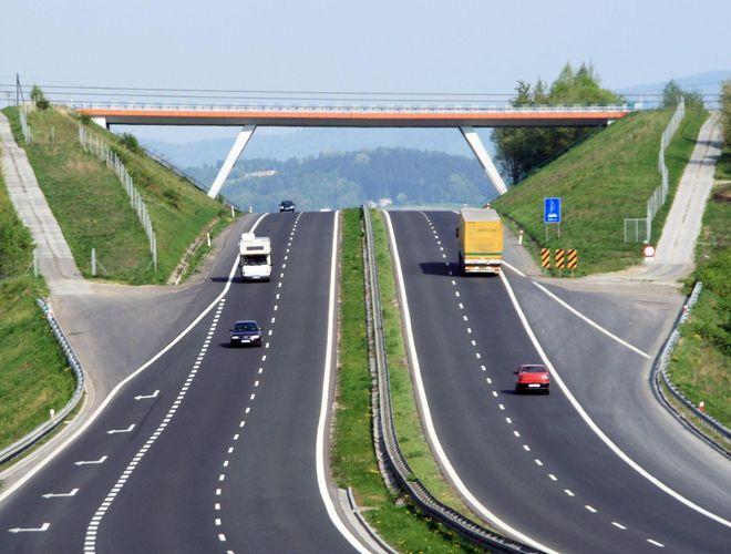 Сколько километров дорог построят и отремонтируют в 2018 году