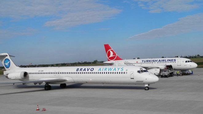 """Аэропорт """"Киев"""" закрыли из-за аварии с самолетом"""