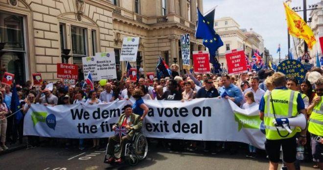 Лондон протестует против Brexit: на улицы вышли 100 тысяч человек