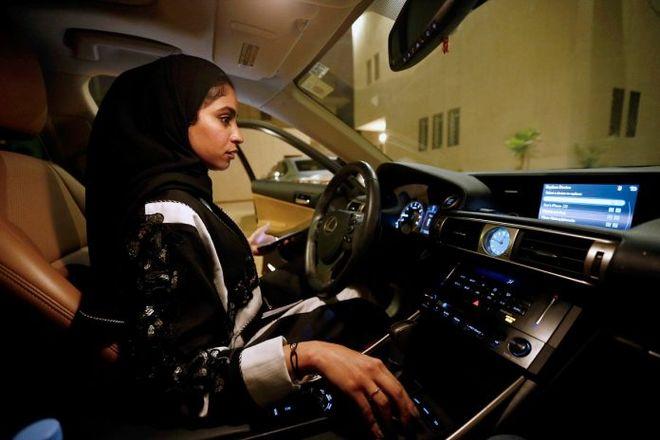 В Саудовской Аравии женщины впервые официально сели за руль