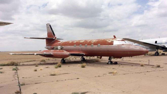 Ржавый самолет Элвиса Пресли снова выставили на продажу