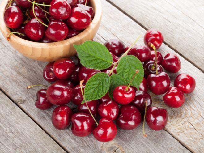 Украинские черешни никто не покупает: цены на ягоды пришлось резко снизить
