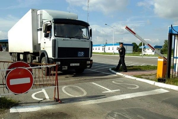 Россия продлила запрет на транзит украинских товаров