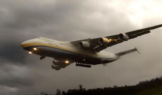 """Видео невероятной посадки самолета """"Мрия"""" поразило сеть"""