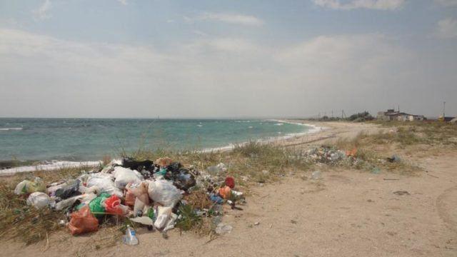 Туристический сезон в Крыму: безлюдные пляжи и горы мусора