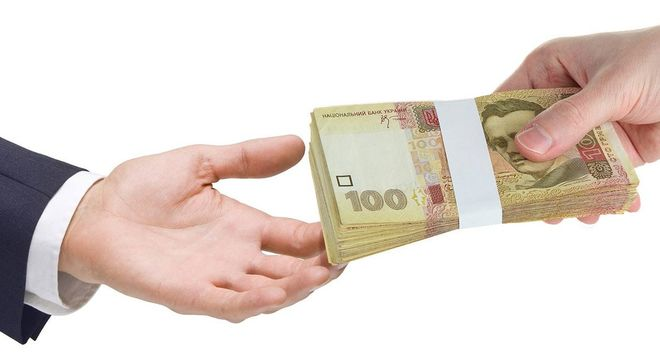 Украинцы несут гривну в банки и почти не кредитуются