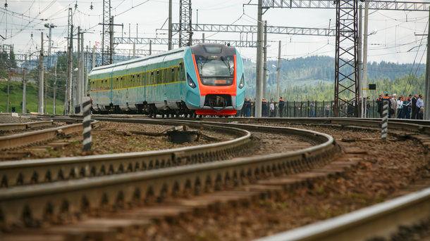 """""""Укрзализныця"""" вдвое увеличила пассажирские перевозки в Европу"""