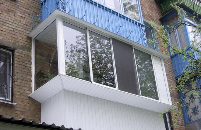 В Украине разрешат застройщикам стеклить балконы