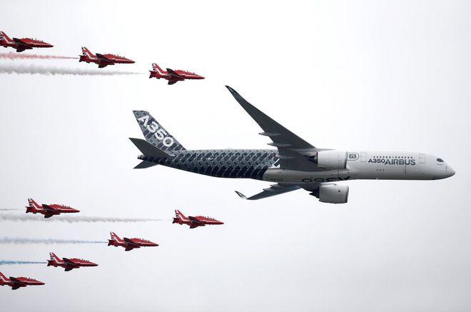 В британском Фарнборо прошел первый день международного авиасалона