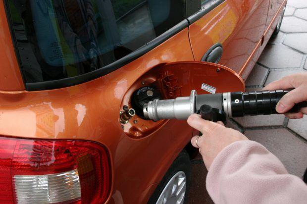 Украинским водителям льют в баки бытовой газ вместо автомобильного