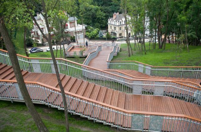 В Киеве потратили 15 миллионов на реконструкцию лестницы на Пейзажной аллее: что из этого вышло