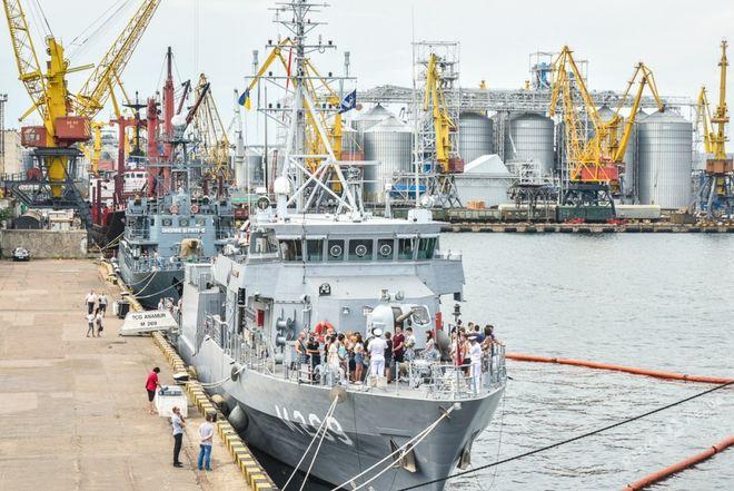 Одесситы бросились на экскурсию по кораблям НАТО