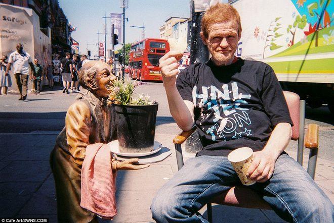 Уникальные работы бездомных фотографов продадут на выставке в Лондоне