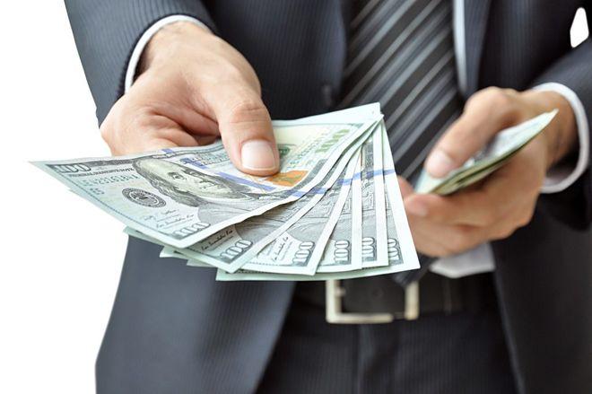 Нацбанк продал много, но рынку не хватило — доллар снова дорожает