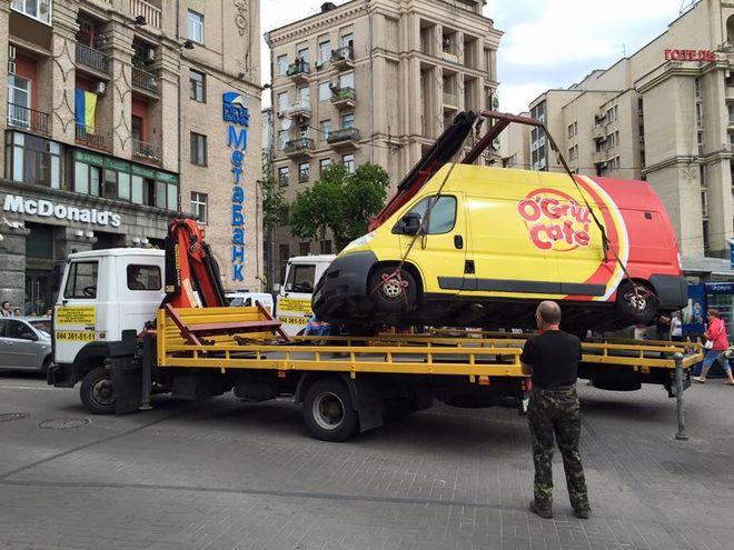 Шаурма с голограммой: в Киеве объявили войну незаконным общепитам