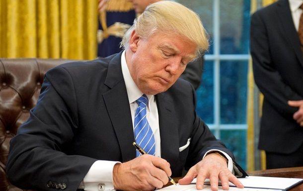Трамп подписал оборонный бюджет США и выделил военную  помощь Украине