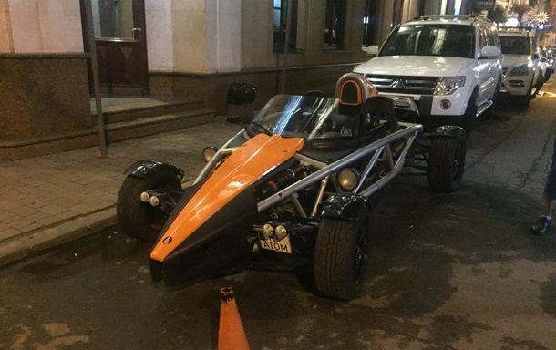 На украинских дорогах заметили очень редкий спорткар