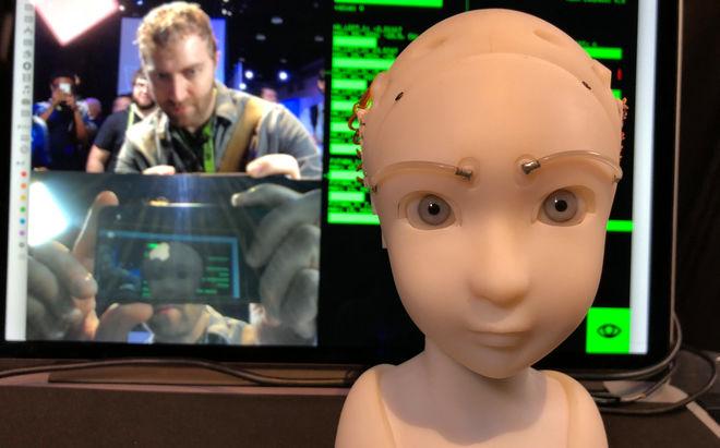 Японец научил робота копировать мимику человека