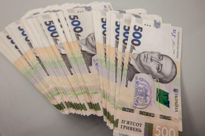 Стало известно, сколько украинцев заработали свыше 10 000 грн